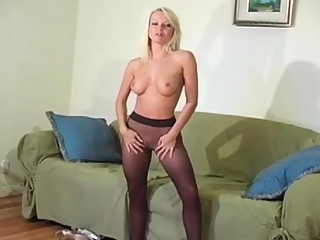 Hot minx in sexy hose feels severe love tunnel itching