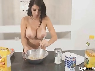 MILF EXTRACT YOUR MILK TO MAKE PANCAKES