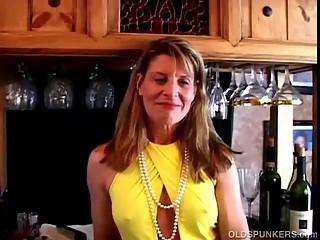 Fit mature swinger fucks her wet pussy
