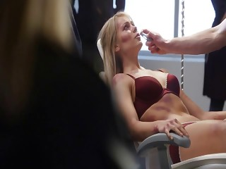 Laura Vandervoort - V