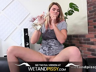 Wetandpissy - Delphines Vibrator Piss - Wetting Her Panties