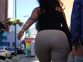 Latina Culona In Khakis