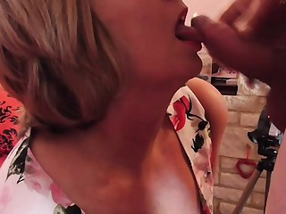 Mature British housewife takes her first facial
