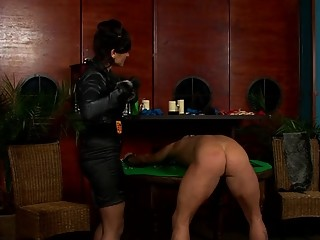 Dominatrix-bitch ties and tapes up villein in bdsm fetish