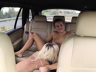 Les taxi driver scissoring with busty babe