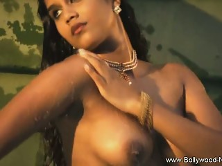 Desi Dancer Pleases The Senses
