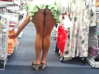 shoping upskirt no panties