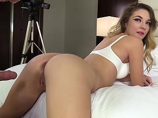 Round booty blonde in POV