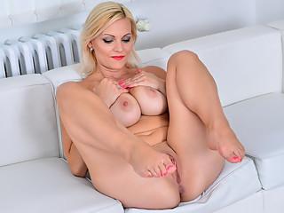 30yo Czech babe Kirsten Klark