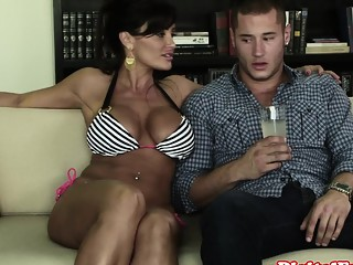Mature cheater Lisa Ann fucks young guy